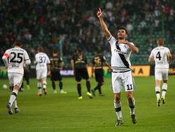 Nemanja Nikolić bejubelt mal wieder einen Treffer.