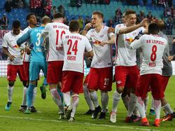 Die Leipziger Spieler bejubeln das 1:0 durch Naby Keita (r.)
