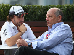 Fernando Alonso mit Ron Dennis