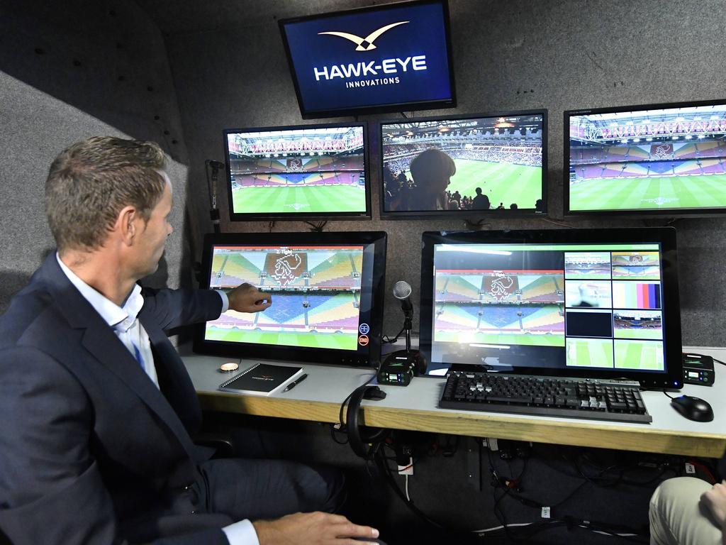 Ab 2018 werden alle Spiele der Eredivisie von einem Videoschiedsrichter betreut