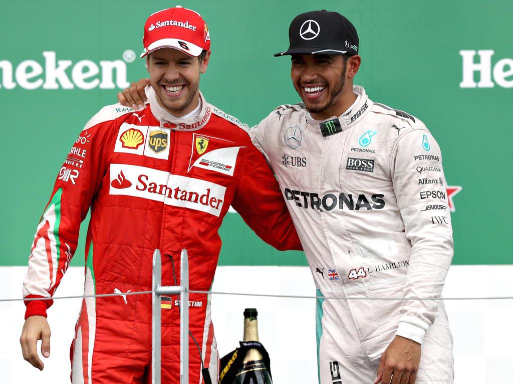 Sebastian Vettel (li.) und Lewis Hamilton werden so bald keine Teamkollegen