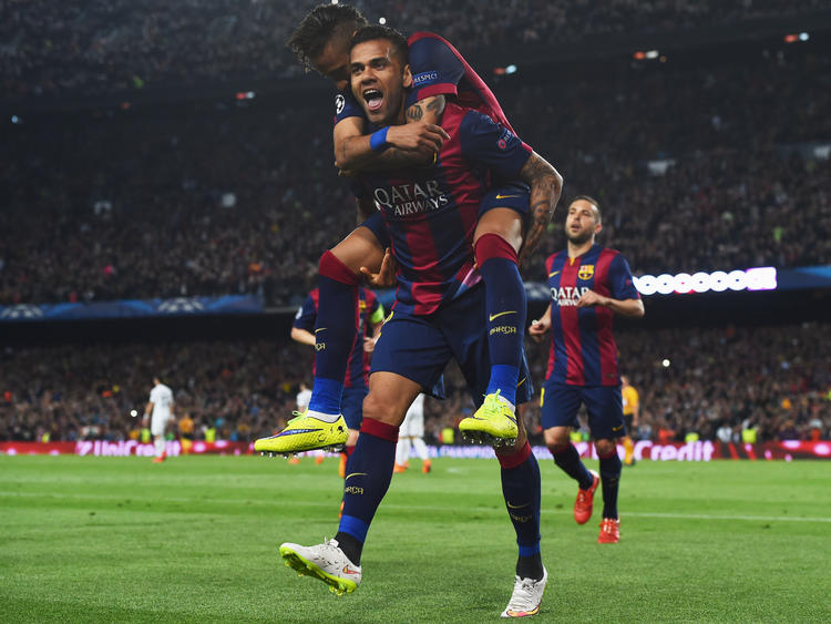 Dani Alves harmoniert prächtig mit Stars wie seinem Landsmann Neymar (oben)