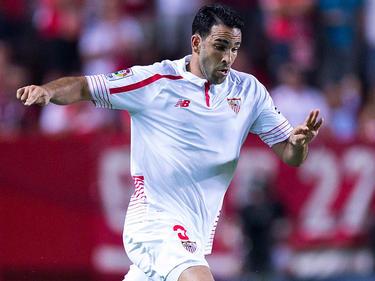 Adil Rami en un encuentro como sevillista ante el Atlético. (Foto: Getty)