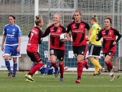 Der SC Freiburg bejubelt das späte 2:1 gegen den SC Sand