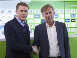Andries Jonker (re.) wurde am Montag als neuer Cheftrainer des VfL Wolfsburg vorgestellt