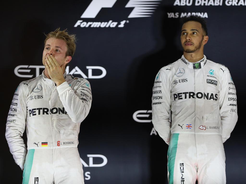 War da was? Lewis Hamilton (r.) hat das Duell mit Nico Rosberg schon vergessen ...