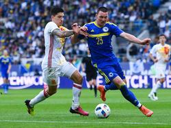 Héctor Bellerín (l.) könnte den verletzten Carvajal ersetzen