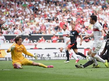Früher Gegner, jetzt Mitspieler - Kostić (r) bereichert die HSV-Offensive