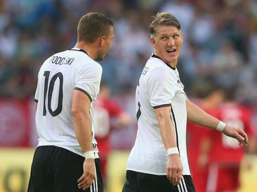 Lukas Podolski (l.) kann sich ein Karriereende in den USA vorstellen.