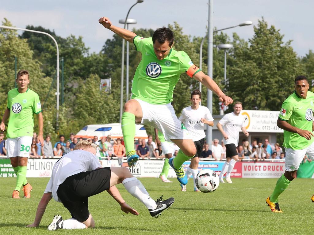 Marcel Schaefer en un duelo veraniego con el Wolfsburgo. (Foto: Getty)