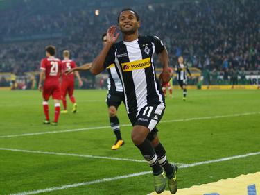 Raffael celebra con su público uno de sus dos goles. (Foto: Getty)