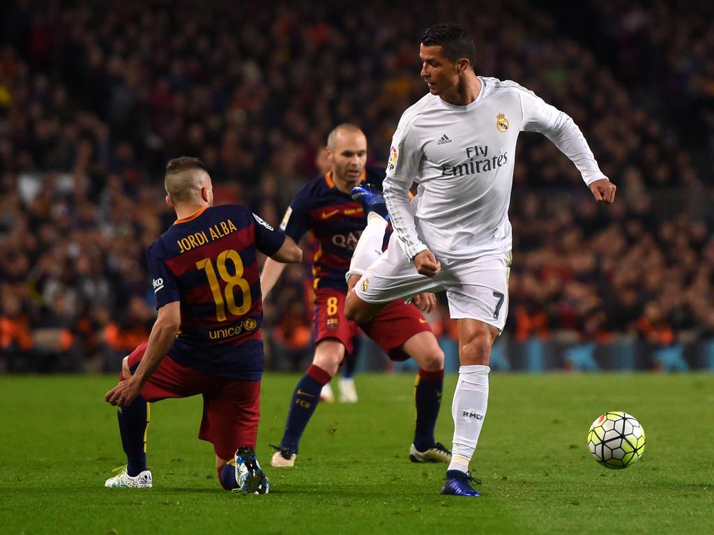 Cristiano Ronaldo (r.) ist kein Freund des FC Barcelona