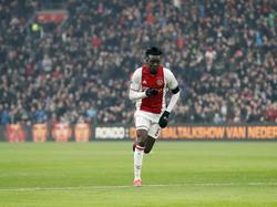 Bertrand Traoré heeft Ajax op voorsprong geschoten tegen Sparta en loopt juichend weg. (12-02-2017)