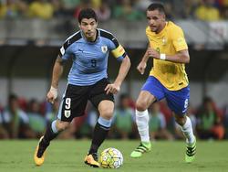 Luis Suárez (l.) wird bei der Copa América wohl spielen