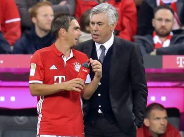 Bayern-Coach Carlos Ancelotti (r.) und sein Kapitän Philipp Lahm