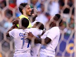 Nicht zuletzt dank starker Paraden von Keeper Jaime Penedo (l.) zieht Panama ins Halbfinale des Gold Cups ein