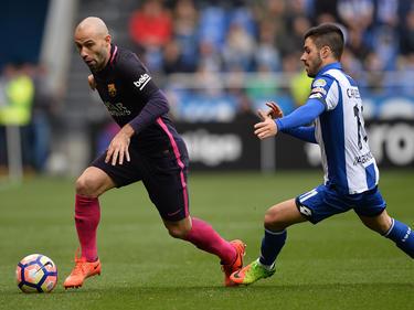 Carles Gil (dcha.) persigue a Mascherano para robarle la pelota. (Foto: Getty)