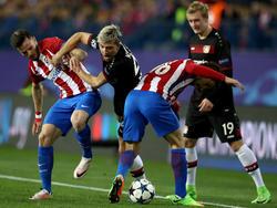 Kevin Kampl (M.) freut sich über das Interesse von Atlético Madrid
