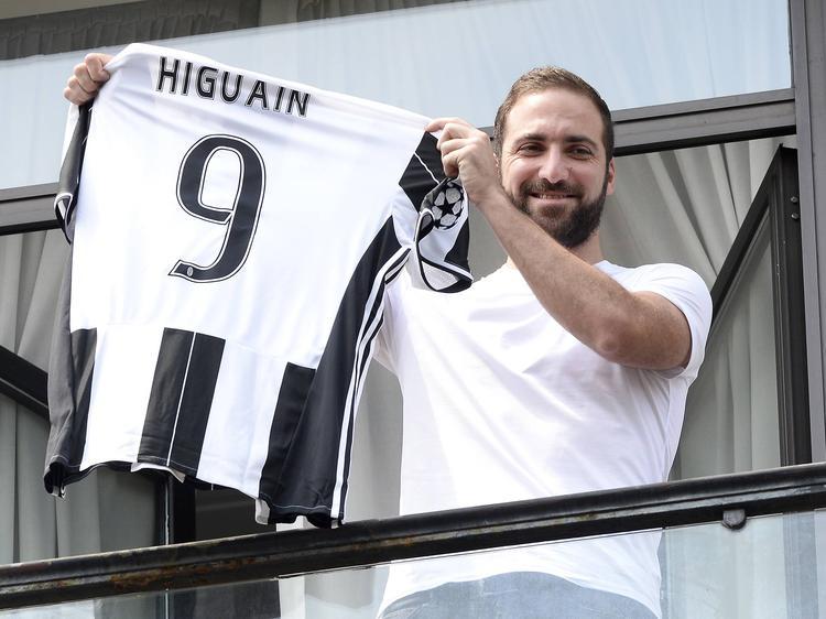 Der neue Juve-Torjäger Gonzalo Higuaín wird nicht in Linz zu sehen sein