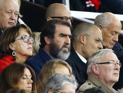 Eric Cantona en el reciente partido jugado entre el Manchester United y el Leicester City. (Foto: ProShots)