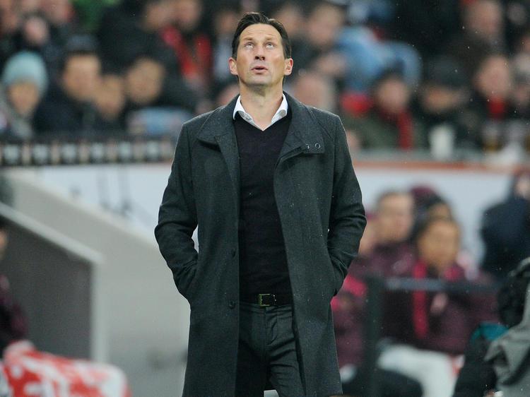 Sieht Leverkusen-Trainer Roger Schmidt ein Damokles-Schwert?