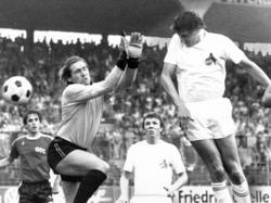 Dieter Müller (re.) erzielte gegen den SV Werder Bremen unglaubliche sechs Tore