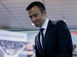 Jorge Mendes en una imagen de archivo en el Bernabéu. (Foto: Getty)