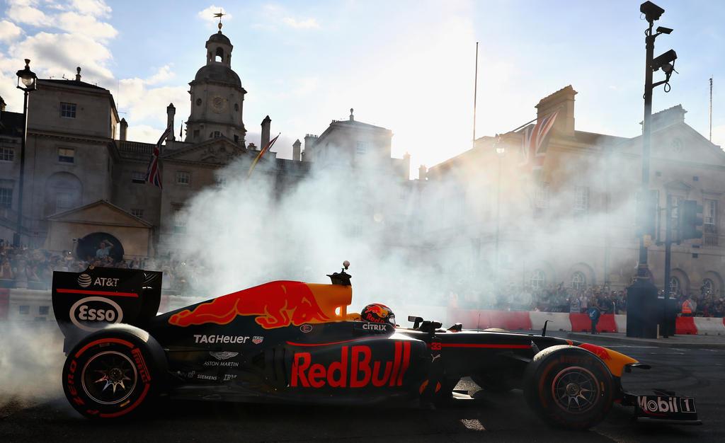 Red Bull zeigt sich