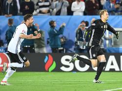 Jonas Hector und Manuel Neuer führen Deutschland im Elfmeterschießen ins Halbfinale