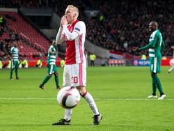 Donny van de Beek baalt van een gemiste kans voor Ajax tegen Panathinaikos. (24-11-2016)