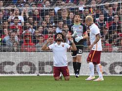Mohamed Salah (l.) dankt dem Himmel für seinen Treffer zum 1:0