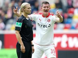Bibiana Steinhaus hatte im Spiel gegen den KSC Madlungs Foul nicht geahndet