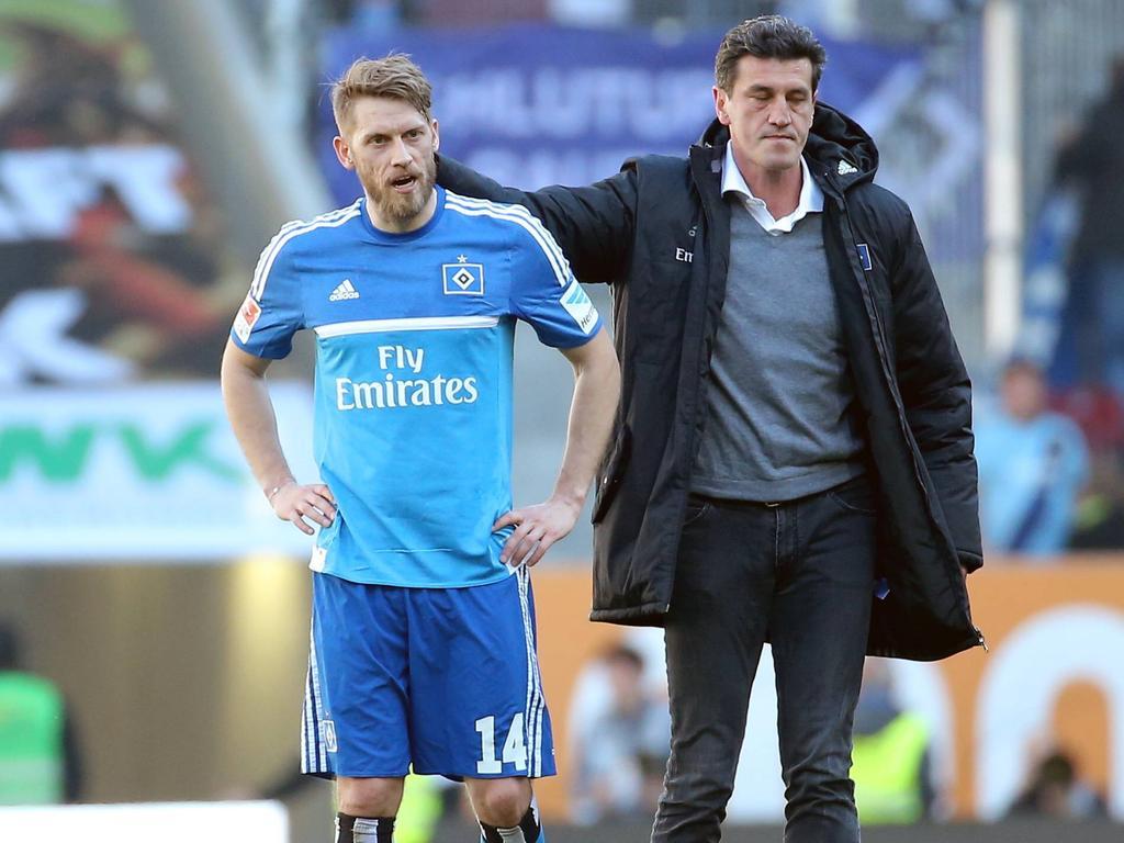 Sportdirektor Jens Todt (r.) macht sich Sorgen um den HSV