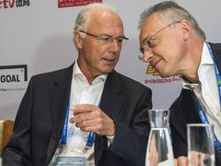 Franz Beckenbauer (l.) wurde wegen der WM-Affäre vorgeladen