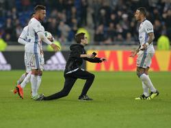 Olympique Lyon verklagt einen jungen Fan, der ein Selfie mit seinen Helden wollte