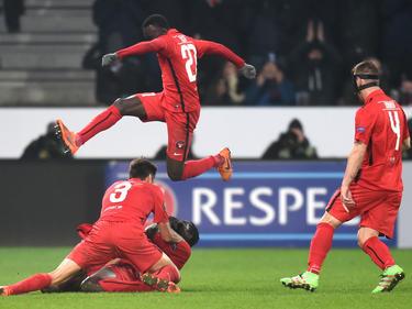 Die Spieler vom FC Midtjylland feiern ein Tor gegen Manchester United