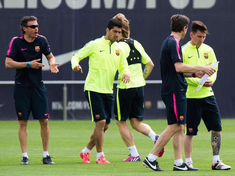 Luis Enrique (l.) bereitet sich mit seiner Mannschaft akribisch auf die Bayern vor