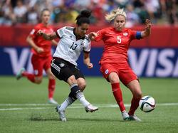 Célia Šašić (l.) könnte nach ihrem Karriereende Weltfußballerin werden