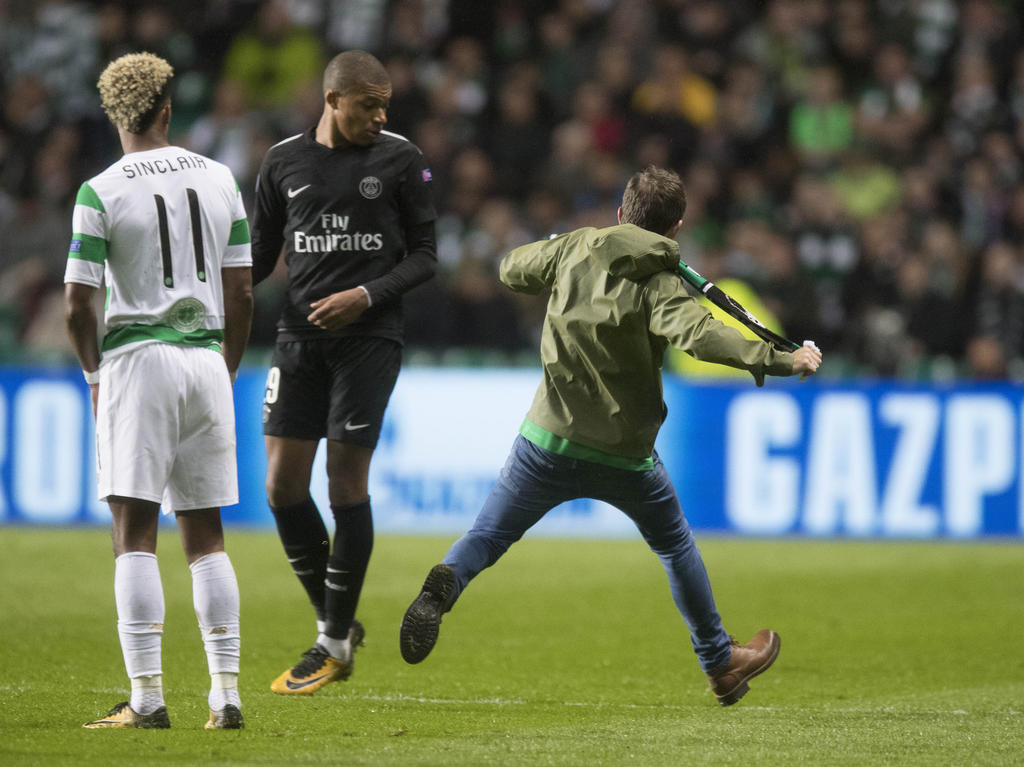Kylian Mbappé sah sich einem Angriff durch einen Celtic-Fan ausgesetzt