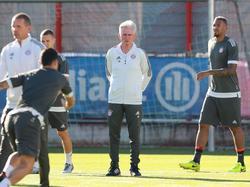Heynckes im Mittelpunkt: Die Hoffnungen beruhen auf dem neuen Bayern-Coach