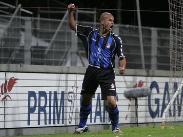 Sergio van Dijk viert zijn treffer tijdens het competitieduel Telstar - Emmen. (19-09-2007)