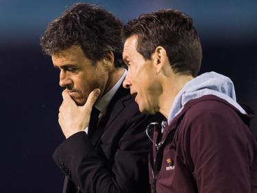 Juan Carlos Unzué hablando con Luis Enrique (Foto: Getty)