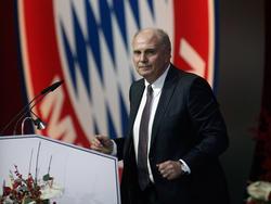Bayern-Präsident Uli Hoeneß hofft ohne die 50+1-Regel auf ein Ende der Diskussionen