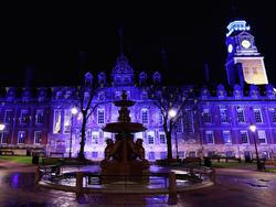 Auch die Leicester Town Hall erstrahlte zuletzt in Blau