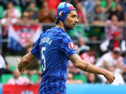 Vedran Ćorluka trug während des Spiels eine Wasserballkappe