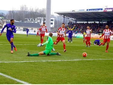 Aues Cebio Soukou (l.) erzielte im Heimspiel gegen Erfurt das 1:0