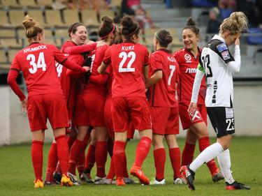 Die Frauen-Mannschaft des SKN St. Pölten holte zum dritten Mal in Folge den Meistertitel