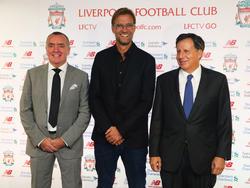 Jürgen Klopp (M.) ist neuer Teammanager bei Liverpool