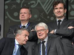 Reinhard Grindel (oben links) teilt gegen Wolfgang Niersbach (unten links) aus