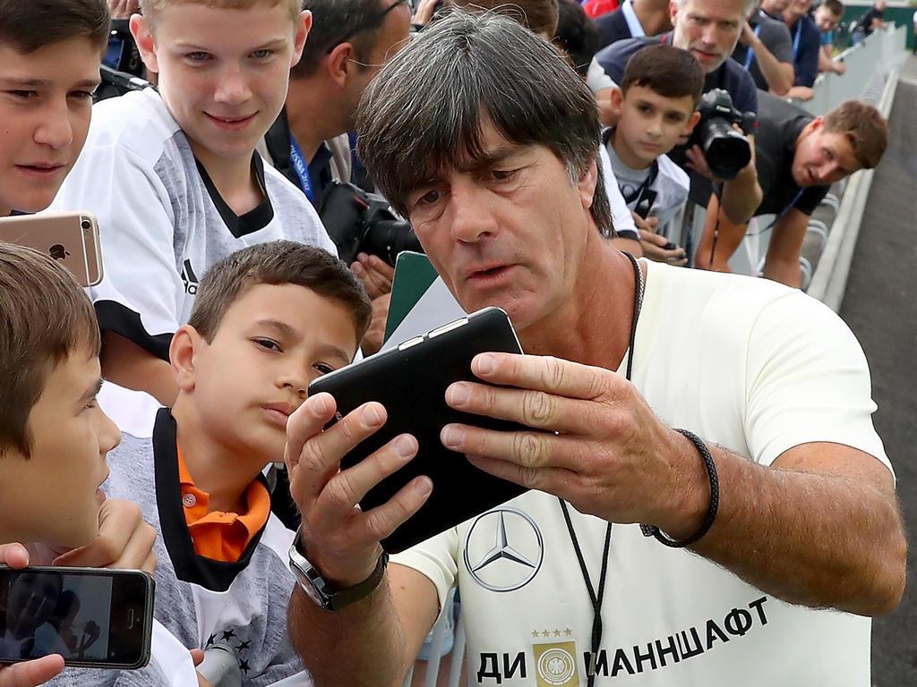 Bundestrainer Joachim Löw ist bei den Fans ein gefragter Mann